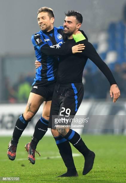 Alejandro Gómez and Andrea Petagna of Atalanta celbrate the victory after the UEFA Europa League group E match between Atalanta and Olympique Lyon at...