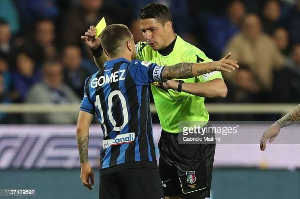 Alejandro Gomez of Atalanta BC and Gianluca Manganiello referee during the Serie A match between Atalanta BC and Empoli at Stadio Atleti Azzurri...