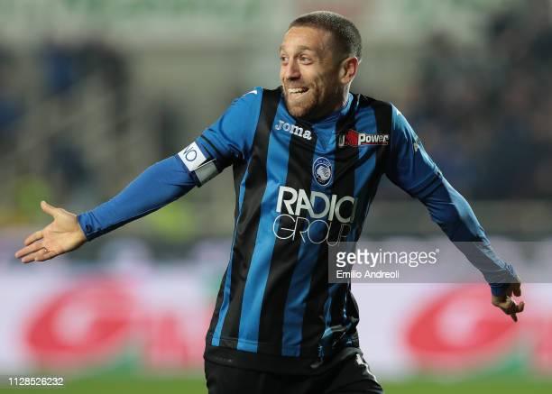Alejandro Gomez of Atalanta BC celebrates his goal during the Serie A match between Atalanta BC and ACF Fiorentina at Stadio Atleti Azzurri d'Italia...