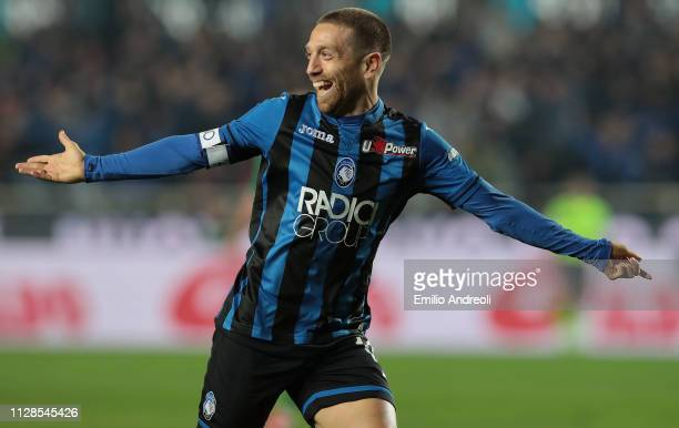 Alejandro Gomez of Atalanta BC celebrates his goal during the Serie A match between Atalanta BC and ACF Fiorentina at Stadio Atleti Azzurri d'Italia...
