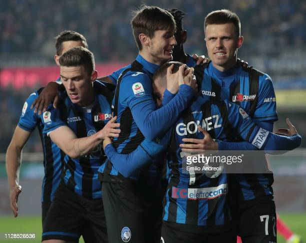 Alejandro Gomez of Atalanta BC celebrates his goal with his teammates during the Serie A match between Atalanta BC and ACF Fiorentina at Stadio...