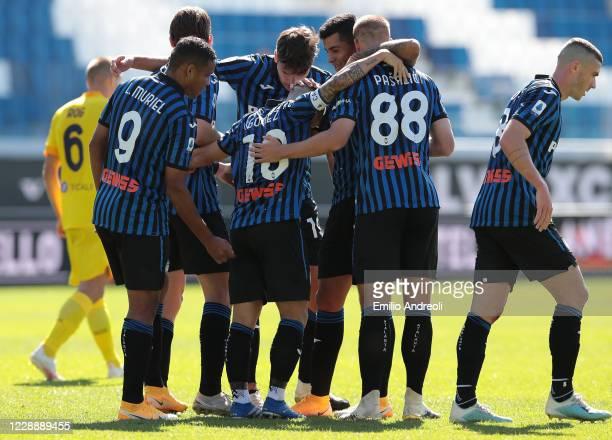 Alejandro Gomez of Atalanta BC celebrates his goal with his team-mates during the Serie A match between Atalanta BC and Cagliari Calcio at Gewiss...