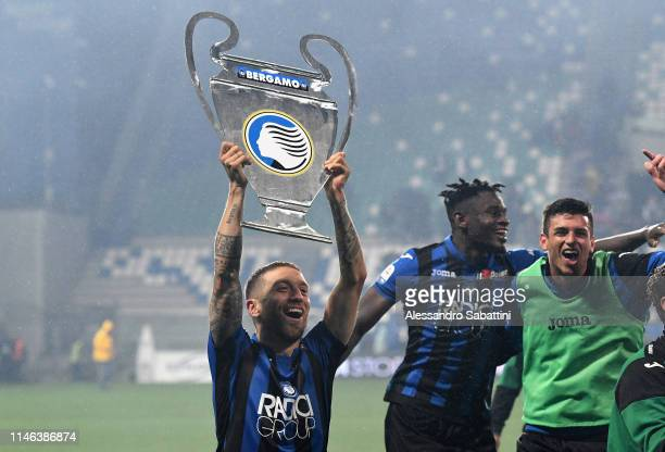 Alejandro Gomez of Atalanta BC celebrates the victori after the Serie A match between Atalanta BC and US Sassuolo at Mapei Stadium Citta del...