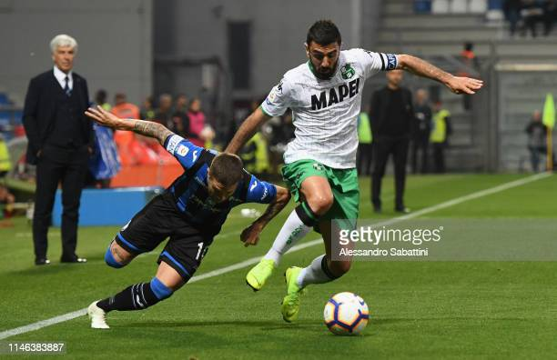 Alejandro Gomez of Atalanta BC competes for the ball with Francesco Magnanelli of Sassuolo during the Serie A match between Atalanta BC and US...