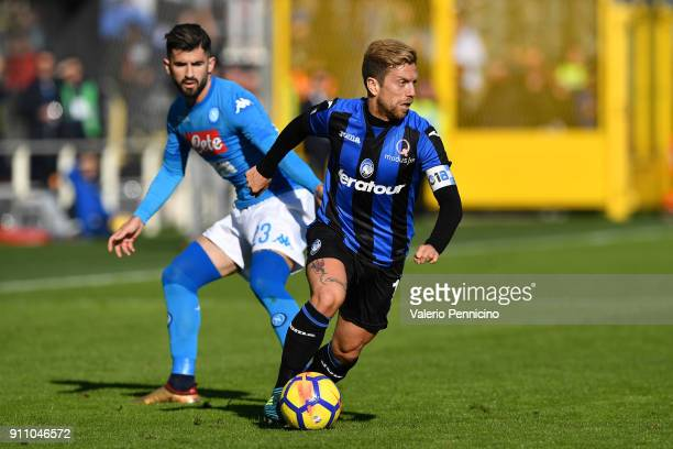 Alejandro Gomez of Atalanta BC in action against Elseid Hysaj of SSC Napoli during the serie A match between Atalanta BC and SSC Napoli at Stadio...