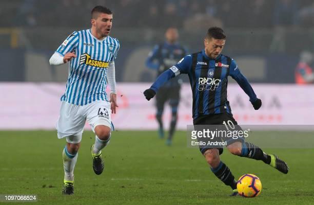 Alejandro Gomez of Atalanta BC is challenged by Alberto Paloschi of Spal during the Serie A match between Atalanta BC and SPAL at Stadio Atleti...
