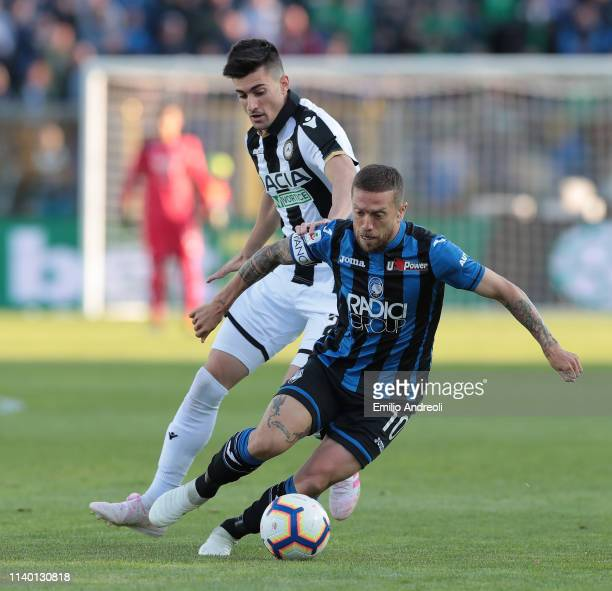 Alejandro Gomez of Atalanta BC is challenged by Ignacio Pussetto of Udinese Calcio during the Serie A match between Atalanta BC and Udinese at Stadio...