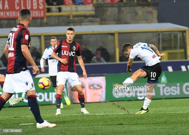 Alejandro Gomez of Atalanta BC kicks towards the goal during the Serie A match between Bologna FC and Atalanta BC at Stadio Renato Dall'Ara on...