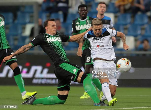 Alejandro Gomez of Atalanta BC scores the opening goal during the Serie A match between US Sassuolo and Atalanta BC at Mapei Stadium - Citta del...