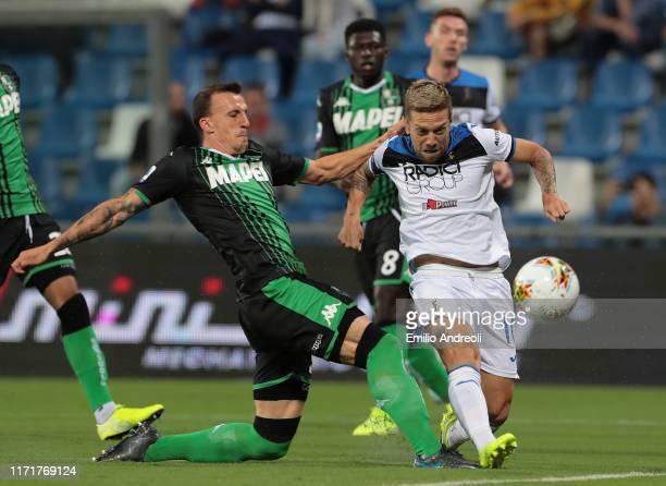 Alejandro Gomez of Atalanta BC scores the opening goal during the Serie A match between US Sassuolo and Atalanta BC at Mapei Stadium Citta del...