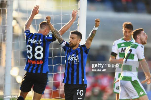 Alejandro Gomez of Atalanta celebrates during the Serie A match between Atalanta BC and US Sassuolo at Gewiss Stadium on June 21, 2020 in Bergamo,...