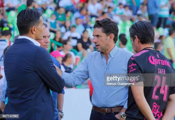 Alejandro Irarragorri president of Santos and Oswaldo Sanchez talk prior to the semifinals first leg match between Santos Laguna and America as part...