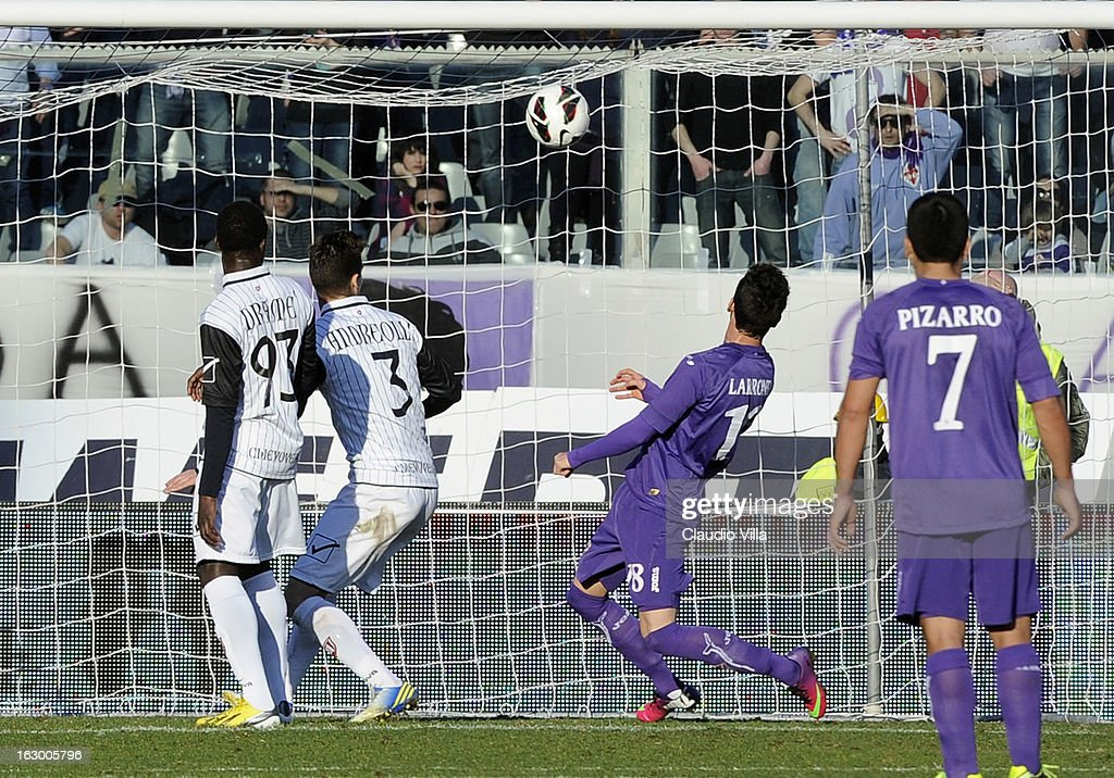 Alejandro Larrondo (C) of ACF Fiorentina scores the second goal during the Serie A match between ACF Fiorentina and AC Chievo Verona at Stadio Artemio Franchi on March 3, 2013 in Florence, Italy.