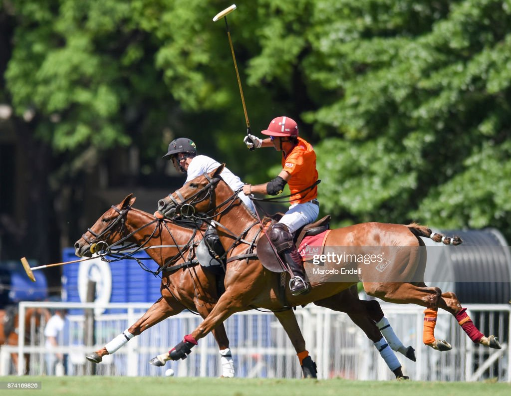 Alejandro Novillo Astrada of La Aguada competes for the ball with Rodrigo Ribeiro de Andrade of La Esquina during a match between La Aguada L. M. v La Esquina L. M. as part of the HSBC 124°° Argentina Polo Open at Campo Argentino de Polo on November 14, 2017 in Buenos Aires, Argentina.