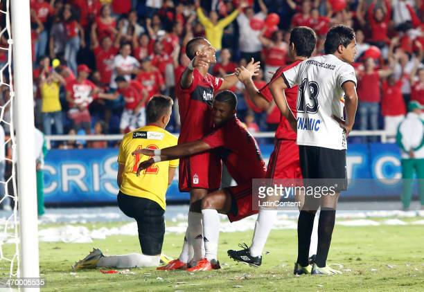 Alejandro Peñaranda of America de Cali celebrates a scored goal with teammates during a match between America de Cali and Bogota as part of Torneo...