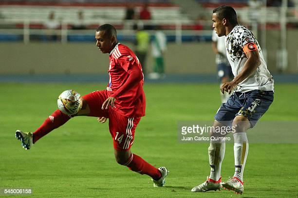 Alejandro Peñaranda of America de Cali controls the ball as José Barriosnuevo of Atletico FC defends during a match between Atletico FC and America...