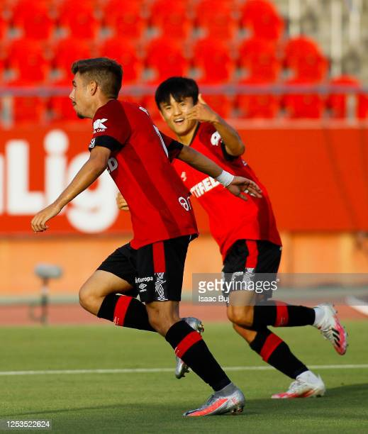 Alejandro Pozo of RCD Mallorca celebrates with his team mate Takefusa 'Take' after scoring his team's third goalduring the Liga match between RCD...