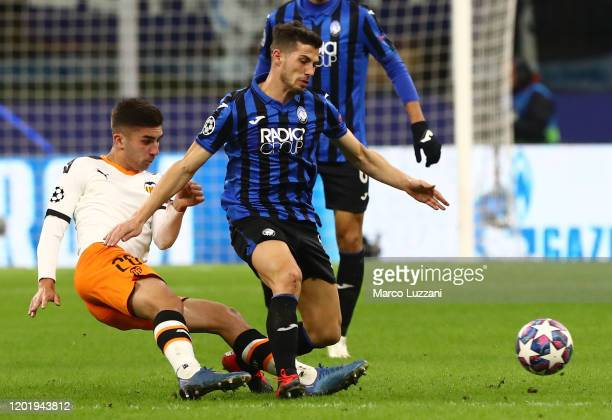 Alejandro Remo Freuler of Atalanta competes for the ball with Ferran Torres of Valencia CF during the UEFA Champions League round of 16 first leg...