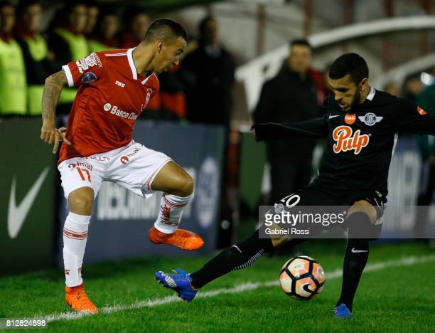 Alejandro Romero Gamarra of Huracan fights for the ball with Antonio Bareiro of Libertad during a first leg match between Huracan and Libertad as...