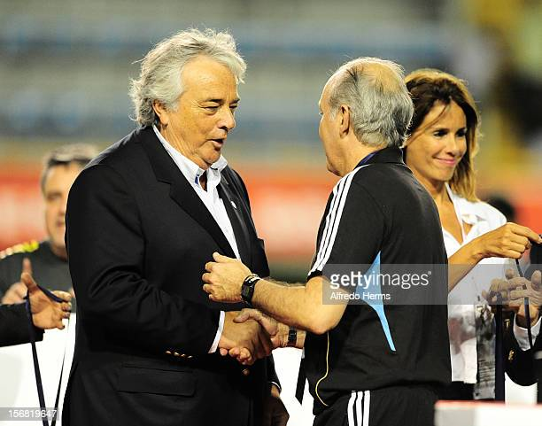Alejandro Sabella coach of Argentina during the second leg of the Superclasico de Las AmeŽricas between Argentina and Brazil at Bombonera Stadium on...