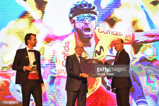 Alejandro Valverde of Spain Men Elite Road Race World Champion / Prize receiving by José Luis López Cerrón Spanish Federation President during the...