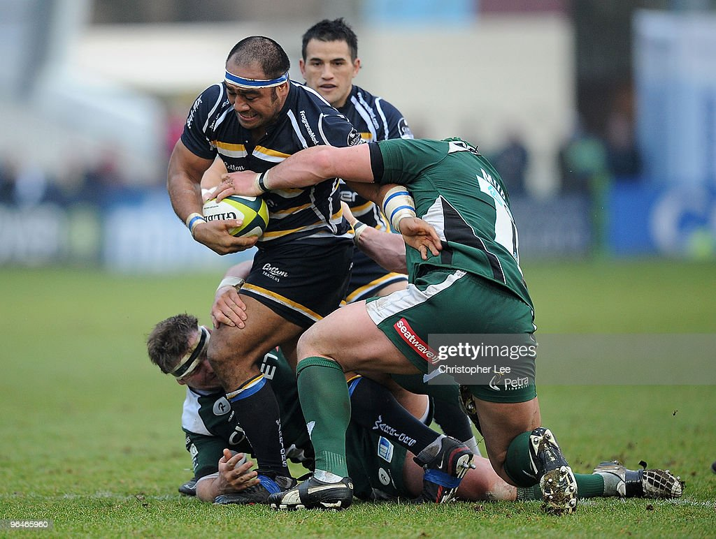 Aleki Lutui of Worcester takes on Faan Rautenbach and Dan ...