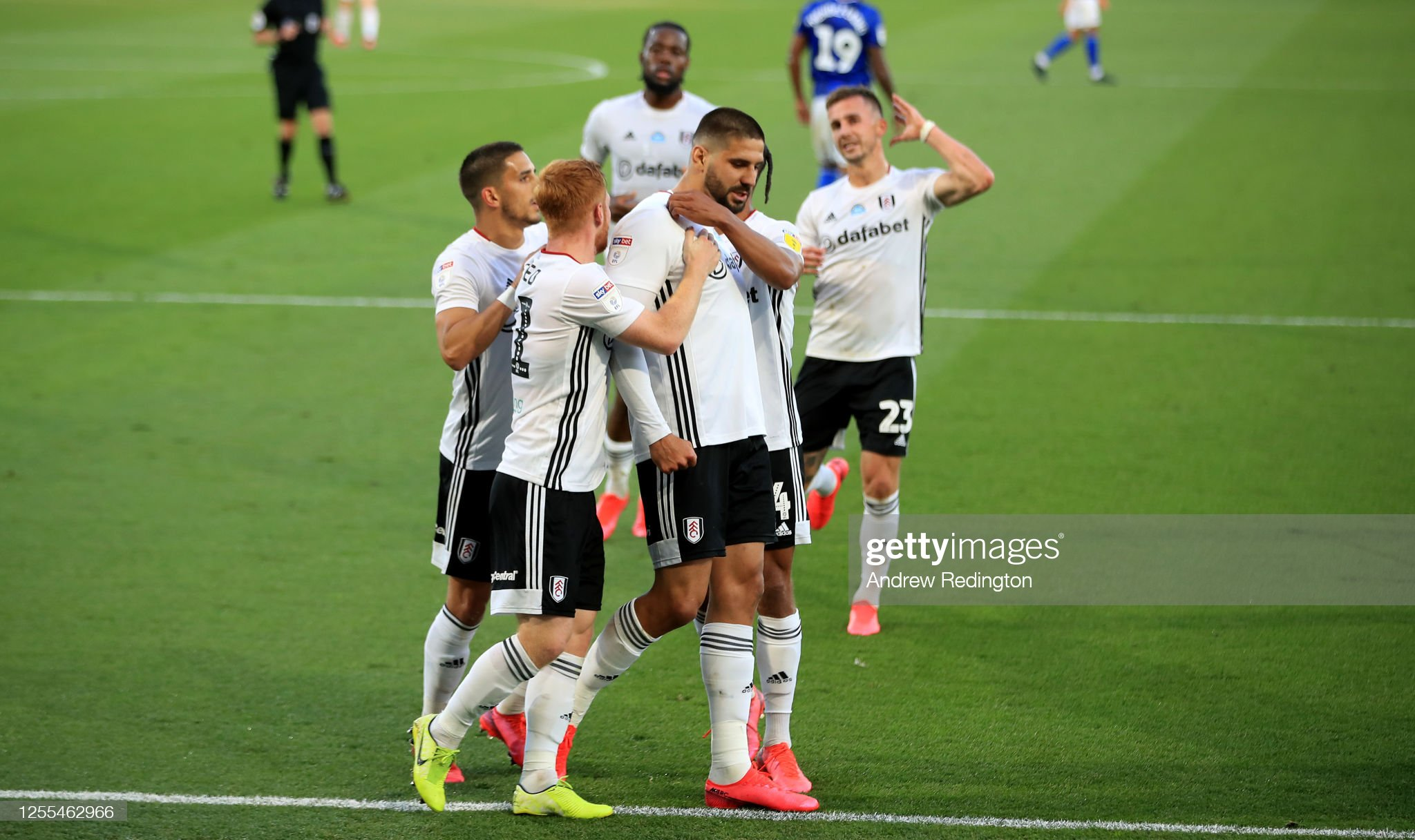 Fulham v Cardiff City - Sky Bet Championship : News Photo
