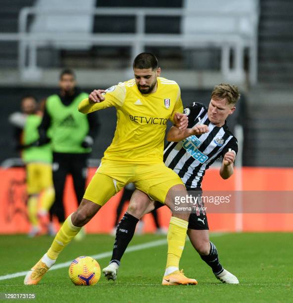 Aleksandar Mitrovic of Fulham FC and Matt Ritchie of Newcastle United FC hustle for the ball during the Premier League match between Newcastle United...
