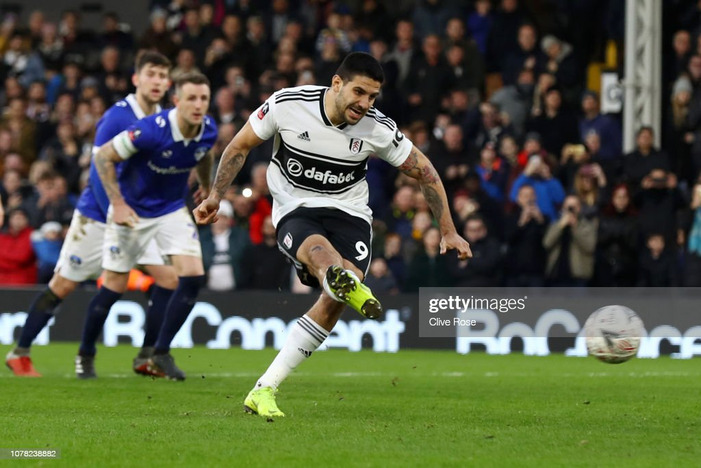 Fulham v Oldham Athletic - FA Cup Third Round : News Photo