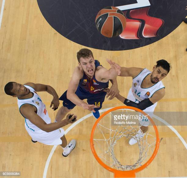 Aleksandar Vezenkov #14 of FC Barcelona Lassa in action during the 2017/2018 Turkish Airlines EuroLeague Regular Season game between FC Barcelona...