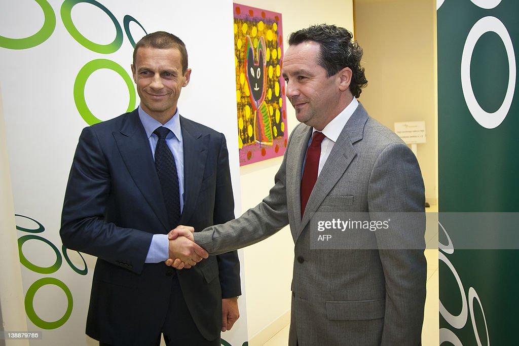 Aleksander Ceferin (left), president of : ニュース写真