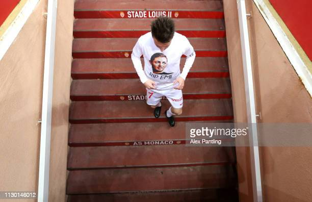 Aleksandr Golovin of Monaco walks down the tunnel wearing a shirt in honor of Emiliano Sala during the Ligue 1 match between AS Monaco and FC Nantes...