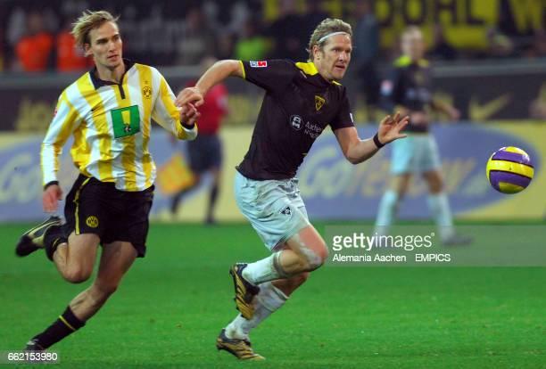 Alemania Aachen's Sascha Rsler goes past Martin Amedick of Borussia Dortmund