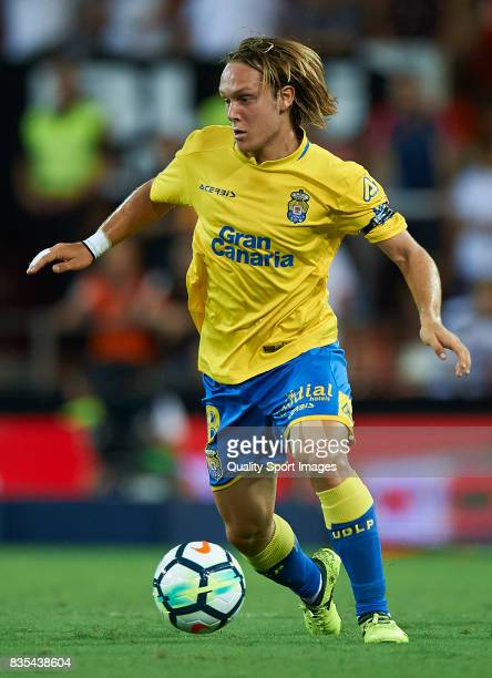 Alen Halilovic of Las Palmas in action during the La Liga match between Valencia and Las Palmas at Estadio Mestalla on August 18 2017 in Valencia