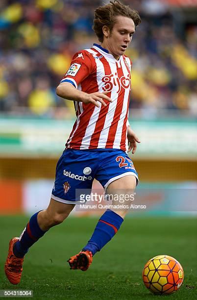 Alen Halilovic of Sporting de Gijon runs with the ball during the La Liga match between Villarreal CF and Real Sporting de Gijon at El Madrigal on...