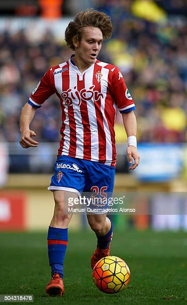 Alen Halilovic of Sporting de Gijon runs with the ball during the La Liga match between Villarreal CF and Real Sporting de Gijon at El Madrigal on...
