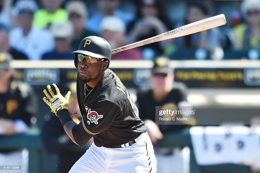 Boston Red Sox v Pittsburgh Pirates : Fotografía de noticias