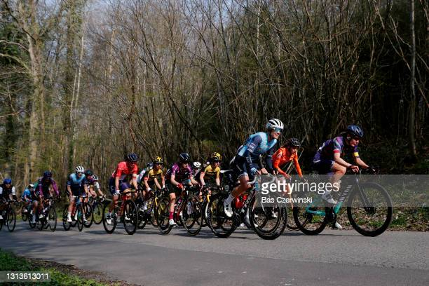 Alena Amialiusik of Belarus and Team Canyon SRAM Racing, Tayler Wiles of United States and Team Trek - Segafredo, Niamh Fisher-Black of New Zealand...