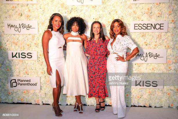 Alencia Johnson Yandy Smith Alexis McGill Johnson and Niecy Nash attend the Strength Of A Woman Brunch hosted by Mary JBlige at The Roosevelt New...