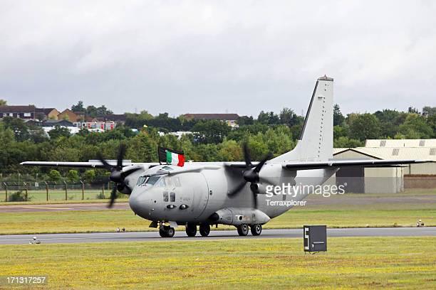 alenia c-27j spartan にエアフィールド - フェアフォード ストックフォトと画像