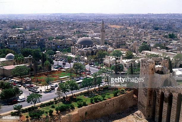 Blick von der Zitadelle auf dieStadt in der Bildmitte die Moscheealkosrowije 1997alkhosrowije