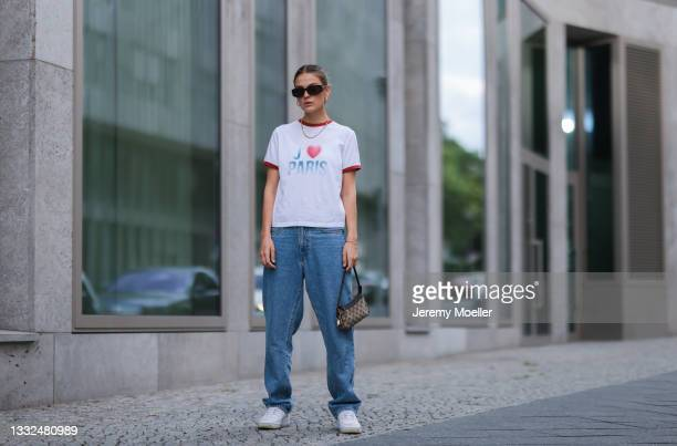 Alessa Winter wearing Bottega Veneta brown shades, Dior white shirt, Gucci vintage mini bag, Levis blue jeans and white Nike Air Force sneaker on...