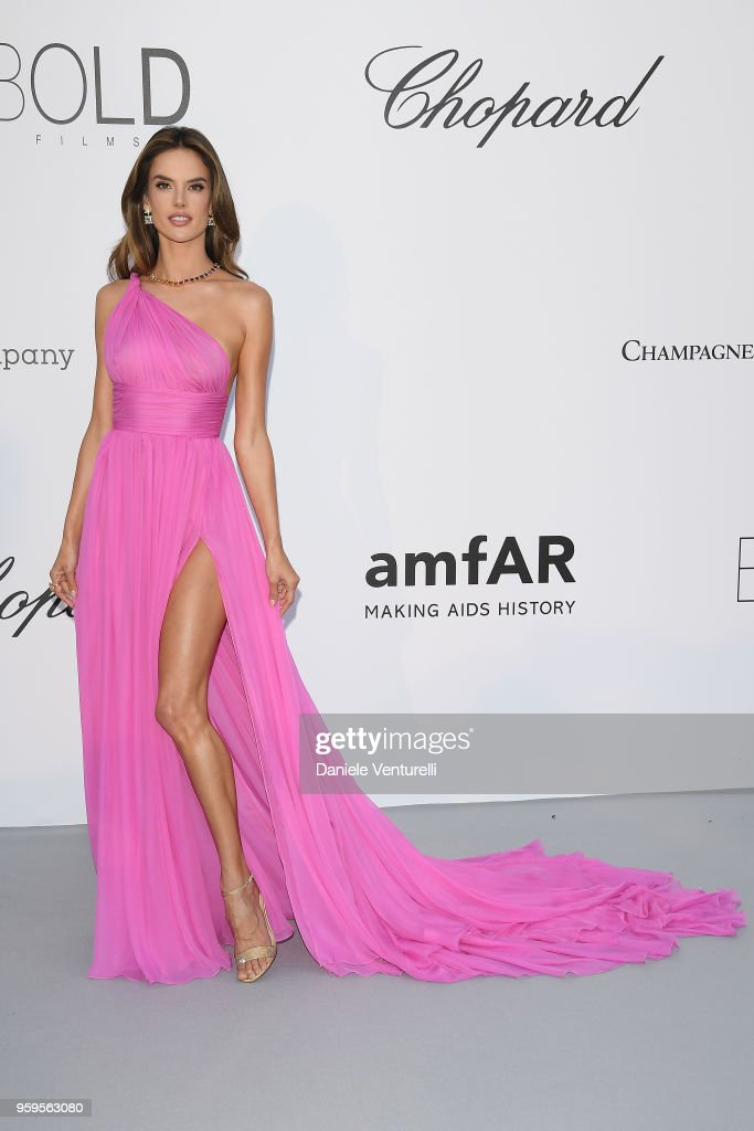 Alessandra Ambrosio arrives at the amfAR Gala Cannes 2018 at Hotel du Cap-Eden-Roc on May 17, 2018 in Cap d'Antibes, France.