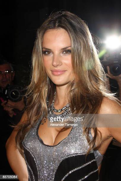 Alessandra Ambrosio arrives for the grand opening of Fontainebleau Miami Beach on November 14, 2008 in Miami Beach, Florida.