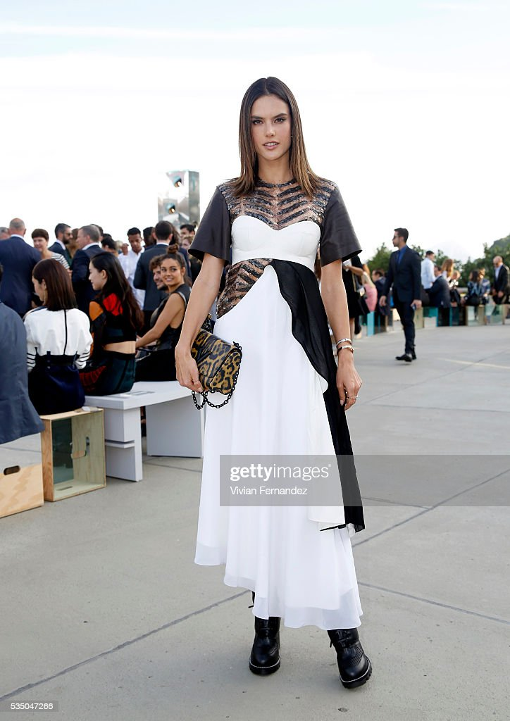 Alessandra Ambrosio attends Louis Vuitton 2017 Cruise Collection at MAC Niter on May 28, 2016 in Niteroi, Brazil.
