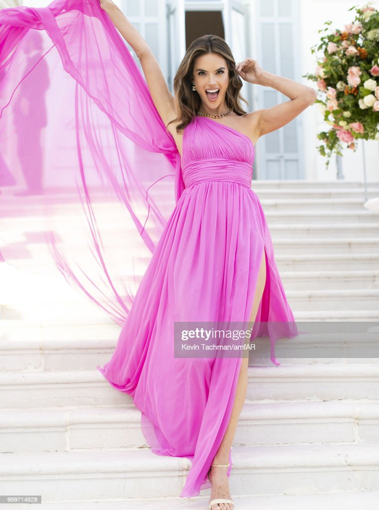 Alessandra Ambrosio attends the cocktail at the amfAR Gala Cannes 2018 at Hotel du Cap-Eden-Roc on May 17, 2018 in Cap d'Antibes, France.