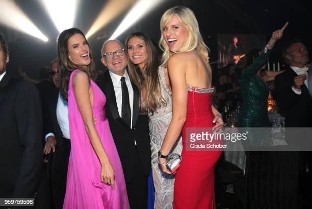 Alessandra Ambrosio Bill Roedy Heidi Klum and Karolina Kurkova attend the amfAR Gala Cannes 2018 dinner at Hotel du CapEdenRoc on May 17 2018 in Cap...