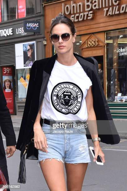 Alessandra Ambrosio is seen arriving at Balmain fashion show during the Paris Fashion Week Womenswear Spring/Summer 2018 on September 28 2017 in...