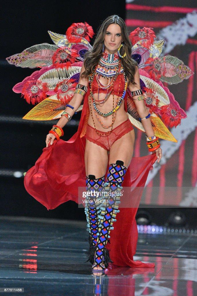 2017 Victoria's Secret Fashion Show - Runway : News Photo