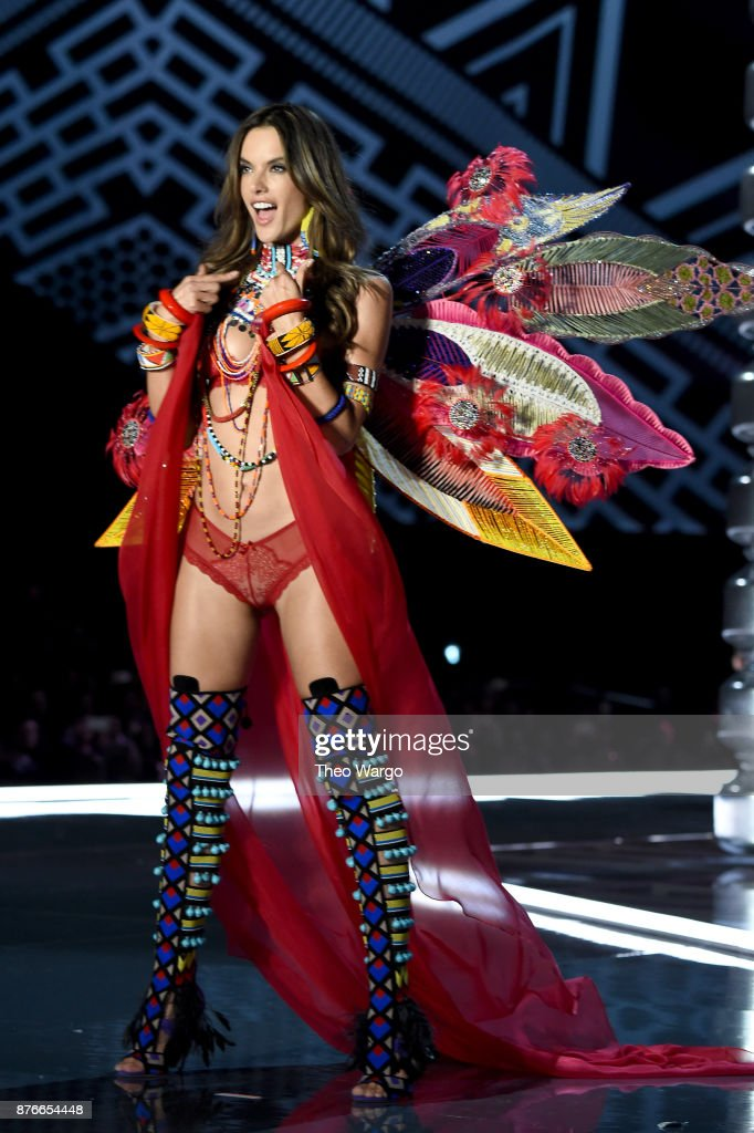 2017 Victoria's Secret Fashion Show In Shanghai - Show : Foto di attualità